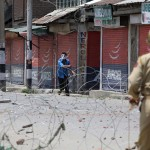 Police clash with journalists in Kashmir