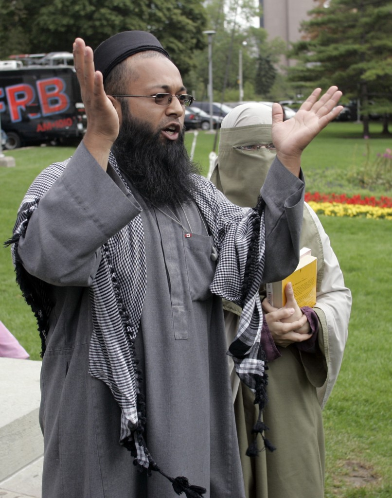 Mubin Shaikh and his wife Joanne Siska defend sharia law during a protest in Ontario in 2005.  (AP Photo/CP, Adrian Wyld, File)