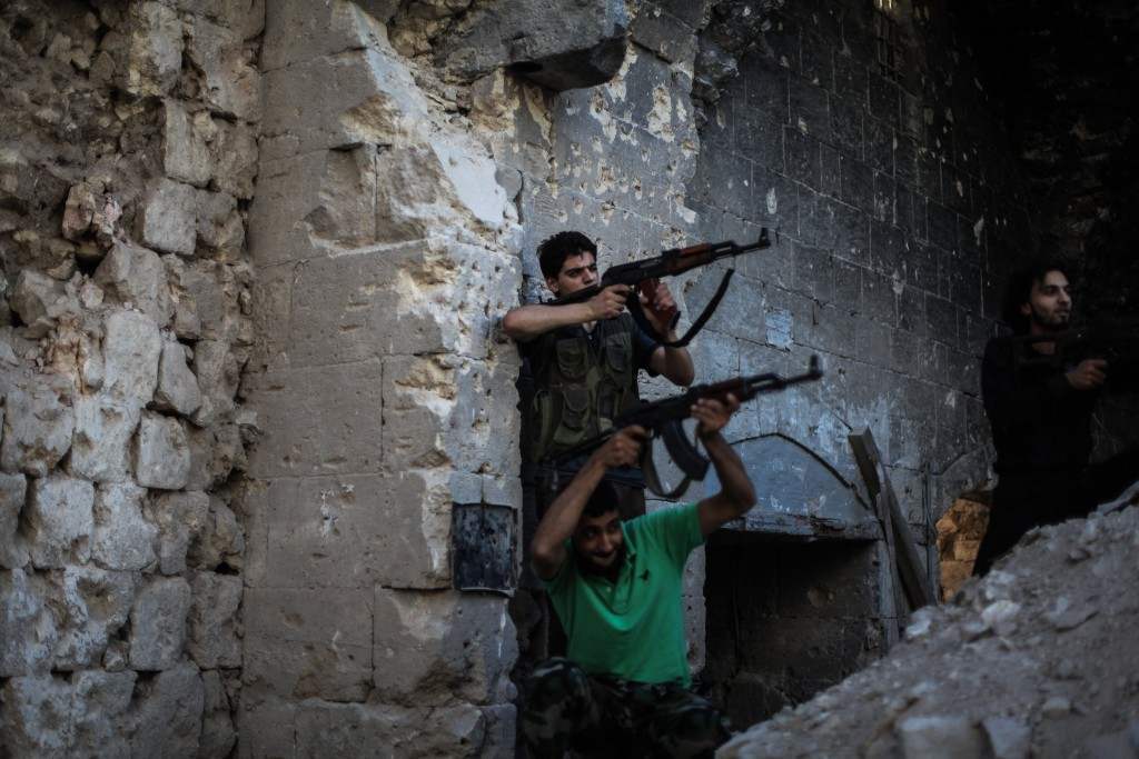 Syrian rebels with the Islamic Front, a now-defunct moderate Islamist rebel group, clash with pro-Assad militias in Aleppo, July 17, 2014. (Ibrahim Khader).