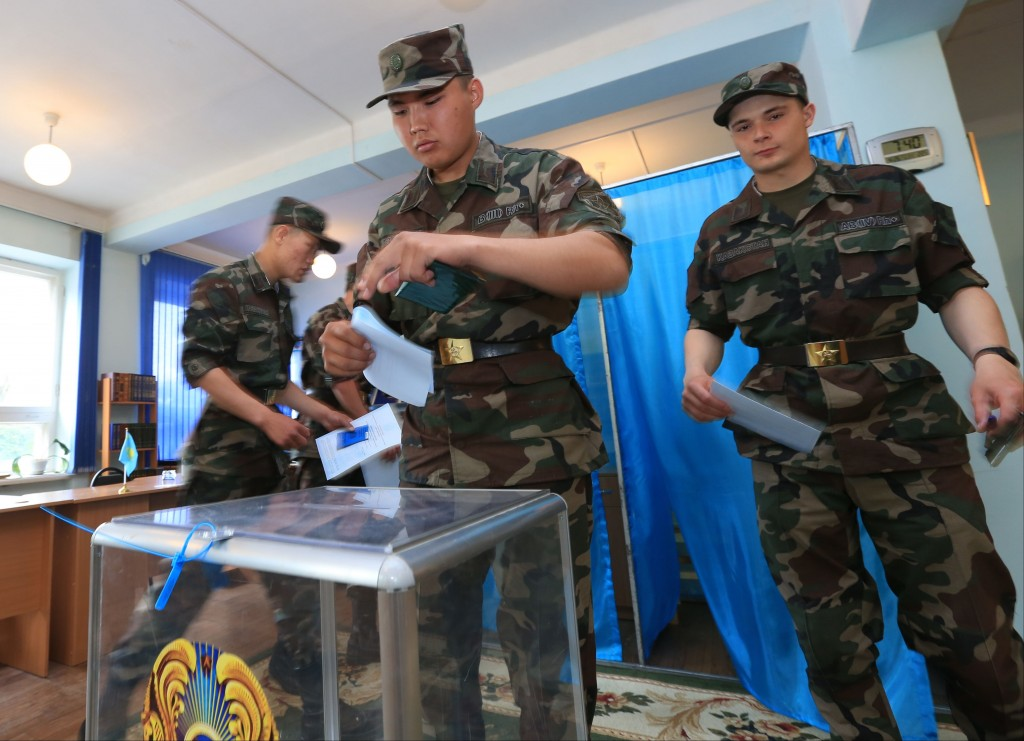 Kazakh soldiers vote at a polling station in Almaty, April 26, 2015. (AP/Pavel Mikheyev