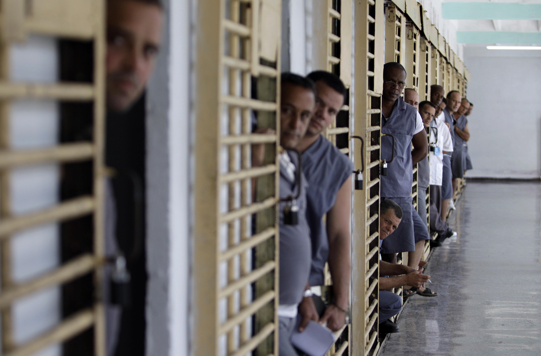 tortura y muerte en prisiones de Cuba