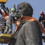 Fall of Lenin statue highlights Ukraine tensions