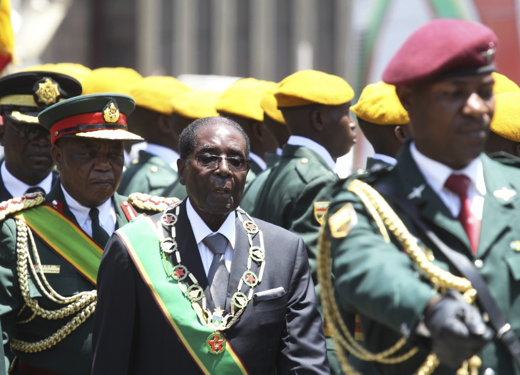 Zimbabwean President Robert Mugabe inspects the guard of honor during an opening of parliament in Harare, Oct, 6, 2016. (AP Photo/Tsvangirayi) Mukwazhi)