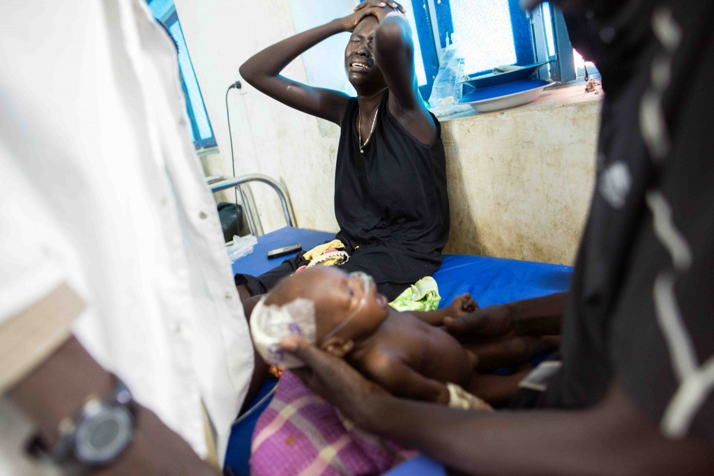 Nyamuoch Kuoch cries while her baby suffers respiratory distress at the Intensive Care Unit of the hospital supported by the International Committee of the Red Cross (ICRC) in Maiwut, South Sudan, May 5, 2016. The baby, who was admitted on May 2 with pneumonia linked to malnutrition, passed away few hours later. (Albert Gonzalez Farran/ ICRC)