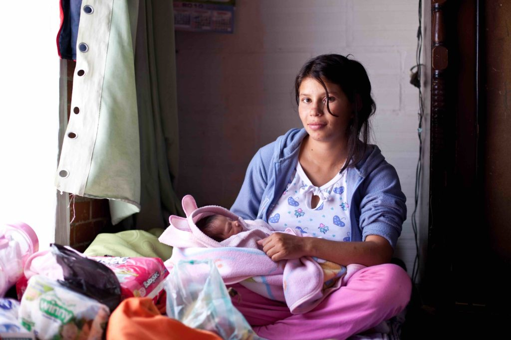 Teen Pregnancy In Latin America, Photographed - Global -5521